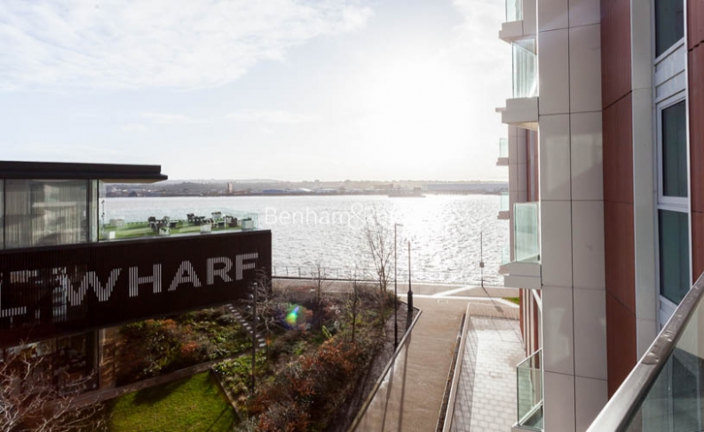 1 bedroom(s) flat to rent in Royal Crest Avenue, Canary Wharf, E16-image 12