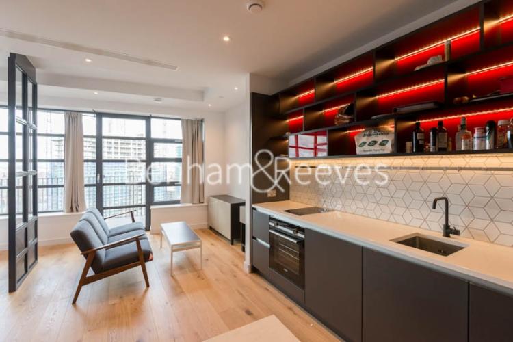 Studio flat to rent in Defoe House, Lockout Lane, E14-image 2