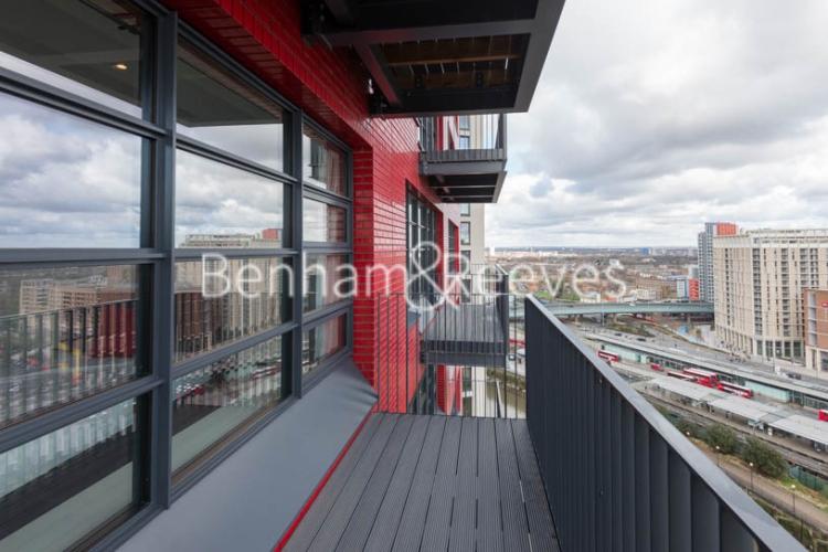 Studio flat to rent in Defoe House, Lockout Lane, E14-image 5