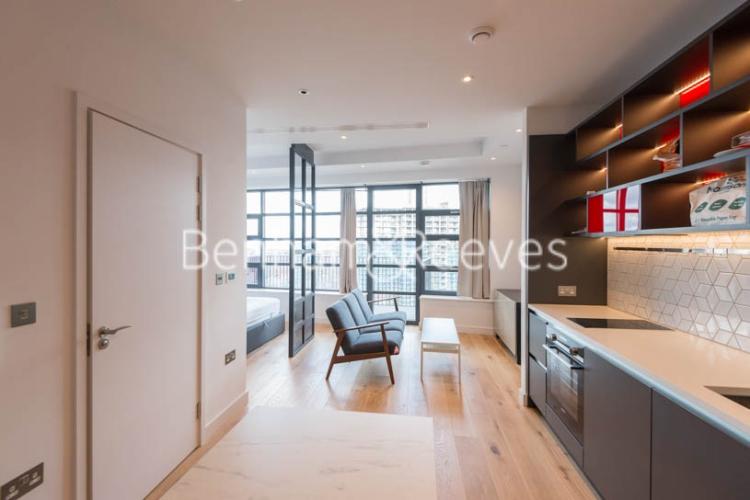 Studio flat to rent in Defoe House, Lockout Lane, E14-image 8