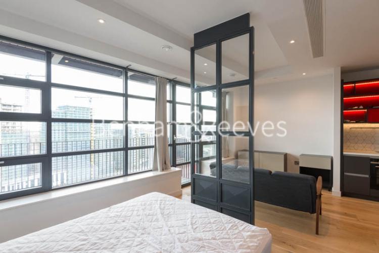 Studio flat to rent in Defoe House, Lockout Lane, E14-image 9