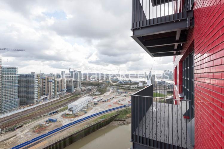Studio flat to rent in Defoe House, Lockout Lane, E14-image 10