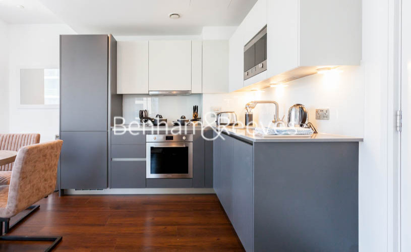 1 bedroom(s) flat to rent in Maine Tower, Harbour Way, E14-image 2