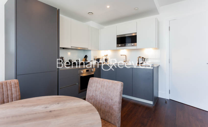1 bedroom(s) flat to rent in Maine Tower, Harbour Way, E14-image 3