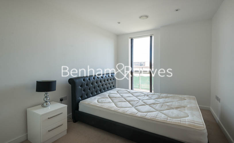 2 bedroom(s) flat to rent in Caspian Wharf, Canary Wharf, E3-image 10