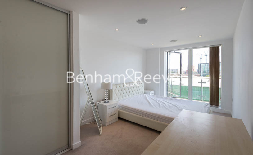 2 bedroom(s) flat to rent in Caspian Wharf, Canary Wharf, E3-image 14