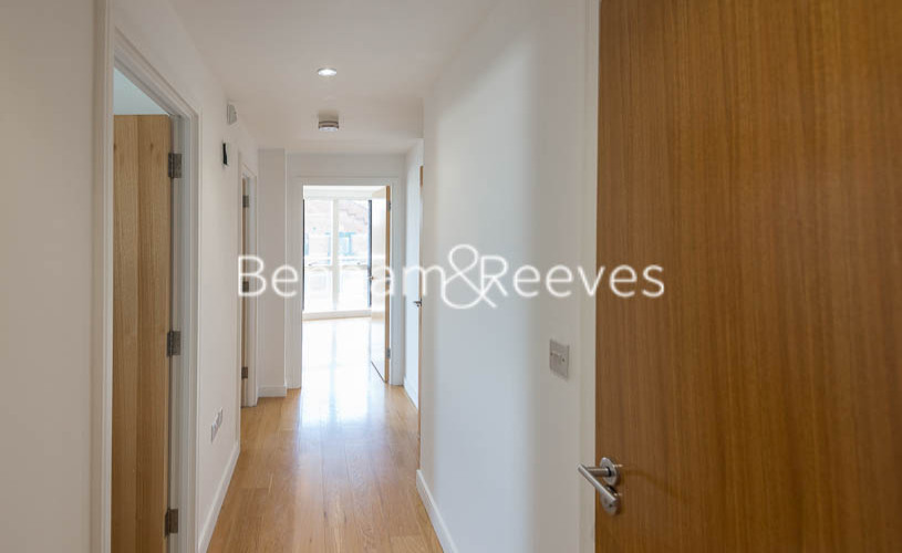 2 bedroom(s) flat to rent in Caspian Wharf, Canary Wharf, E3-image 17