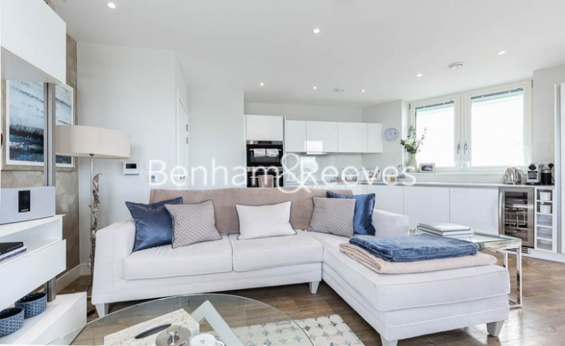 3 bedroom(s) flat to rent in Gordian Apartments, Cable Walk, SE10-image 1