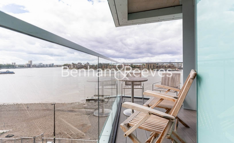 3 bedroom(s) flat to rent in Gordian Apartments, Cable Walk, SE10-image 10