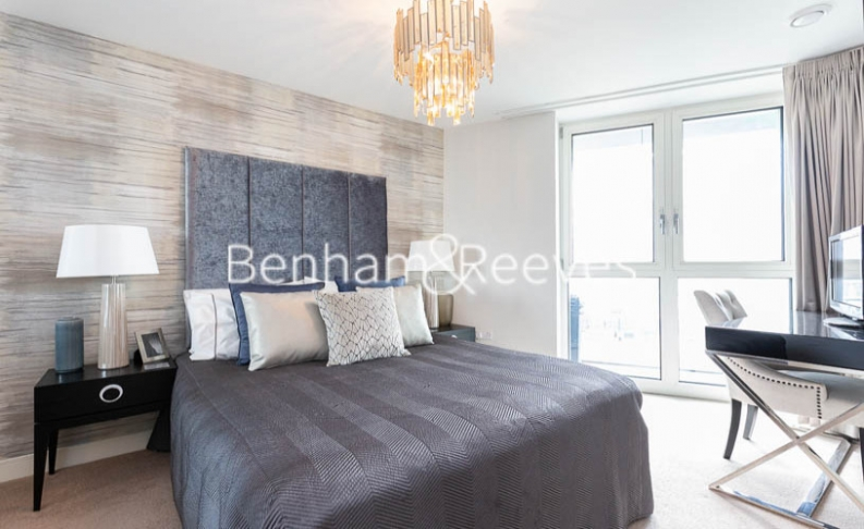 3 bedroom(s) flat to rent in Gordian Apartments, Cable Walk, SE10-image 13