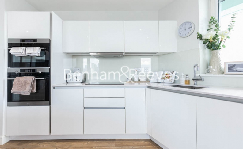 3 bedroom(s) flat to rent in Gordian Apartments, Cable Walk, SE10-image 16