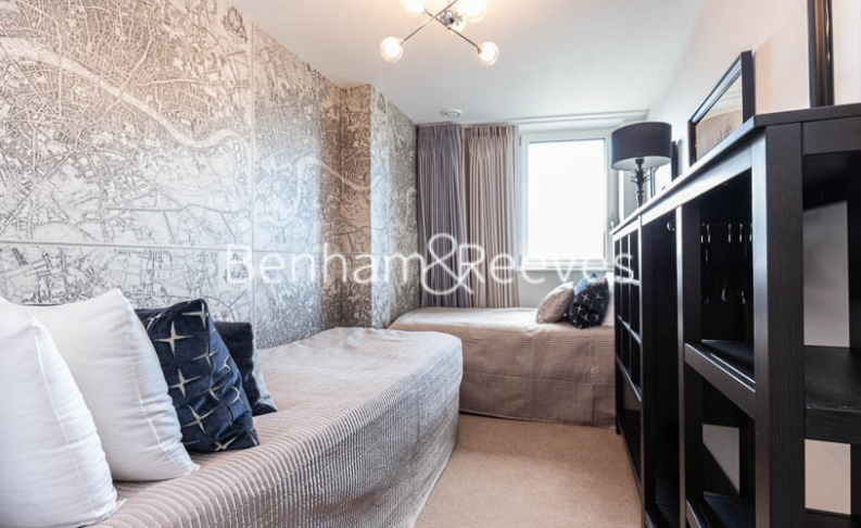 3 bedroom(s) flat to rent in Gordian Apartments, Cable Walk, SE10-image 17
