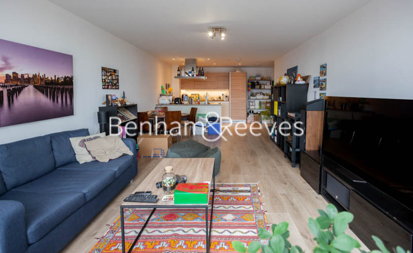 2 bedroom(s) flat to rent in Station Street, Canary Wharf, E15-image 1