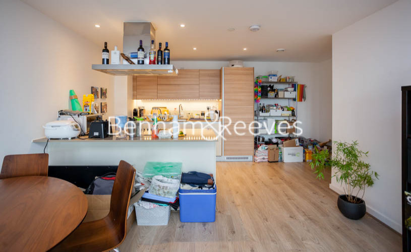 2 bedroom(s) flat to rent in Station Street, Canary Wharf, E15-image 2