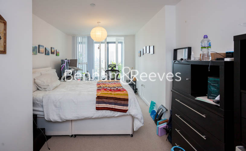 2 bedroom(s) flat to rent in Station Street, Canary Wharf, E15-image 3