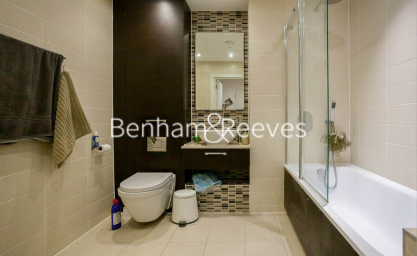 2 bedroom(s) flat to rent in Station Street, Canary Wharf, E15-image 4
