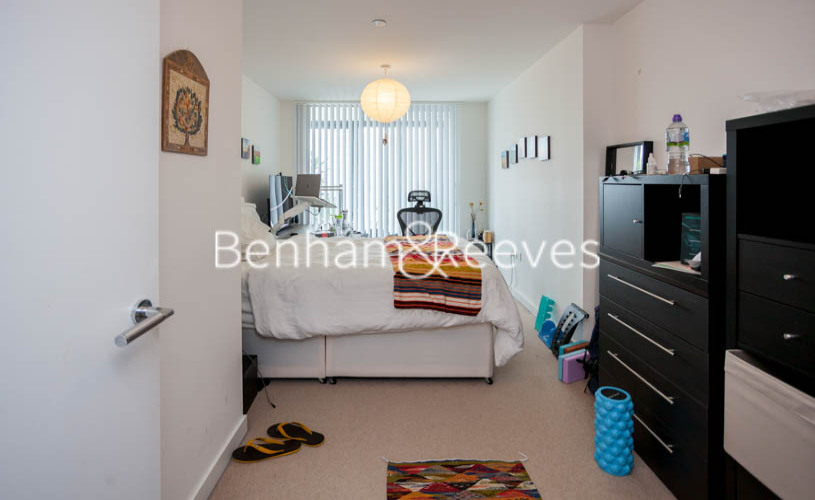 2 bedroom(s) flat to rent in Station Street, Canary Wharf, E15-image 8
