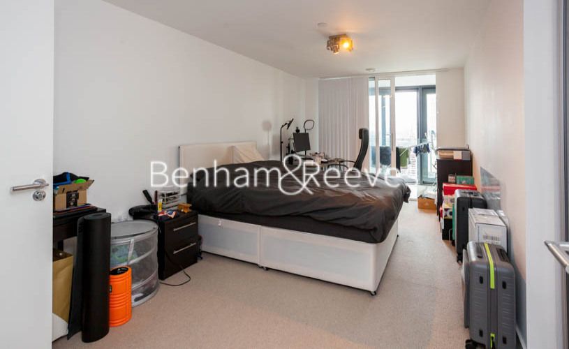 2 bedroom(s) flat to rent in Station Street, Canary Wharf, E15-image 9
