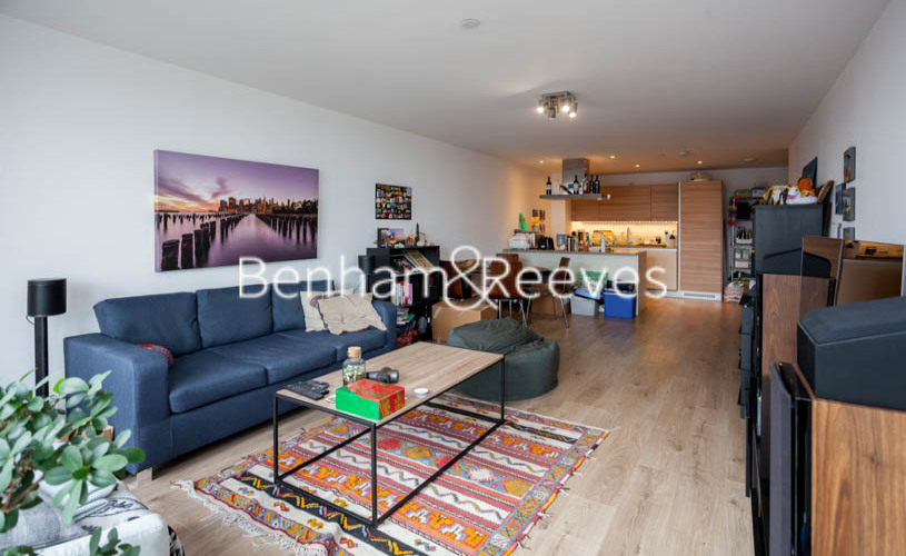 2 bedroom(s) flat to rent in Station Street, Canary Wharf, E15-image 10