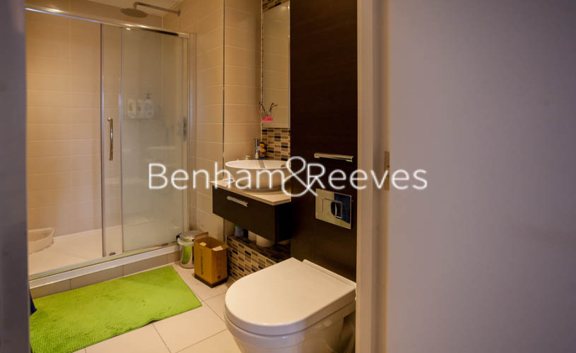 2 bedroom(s) flat to rent in Station Street, Canary Wharf, E15-image 11