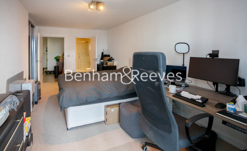 2 bedroom(s) flat to rent in Station Street, Canary Wharf, E15-image 12