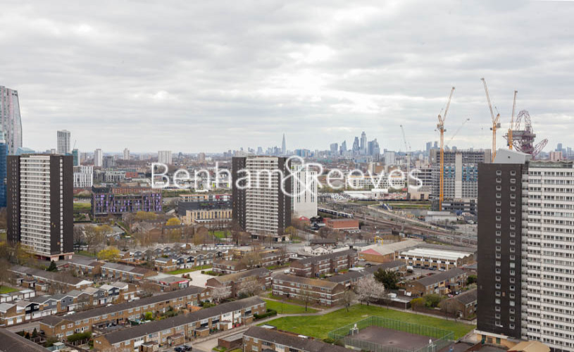 2 bedroom(s) flat to rent in Station Street, Canary Wharf, E15-image 14