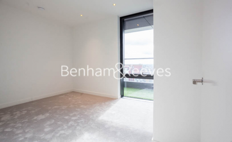 2 bedroom(s) flat to rent in Bagshaw Tower, Wardian Canary Wharf, E14-image 8