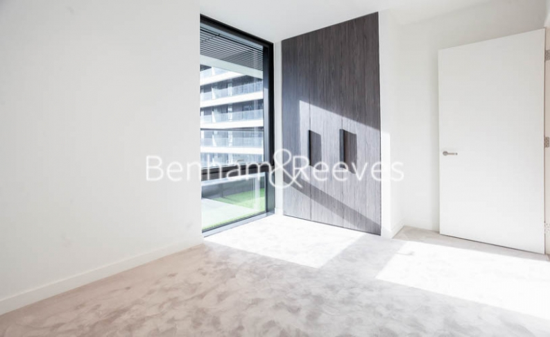 2 bedroom(s) flat to rent in Bagshaw Tower, Wardian Canary Wharf, E14-image 12
