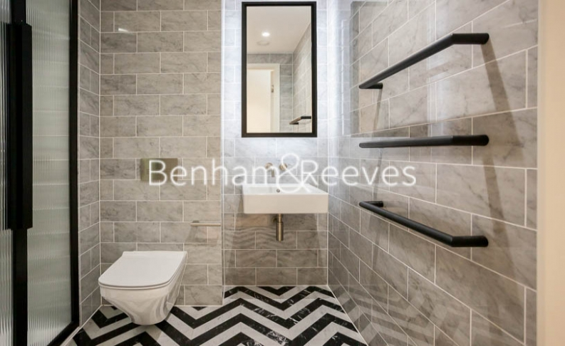2 bedroom(s) flat to rent in Bagshaw Tower, Wardian Canary Wharf, E14-image 13