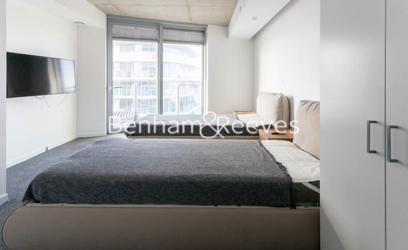 2 bedroom(s) flat to rent in 3 Tidal Basin Road, Canary Wharf, E16-image 17