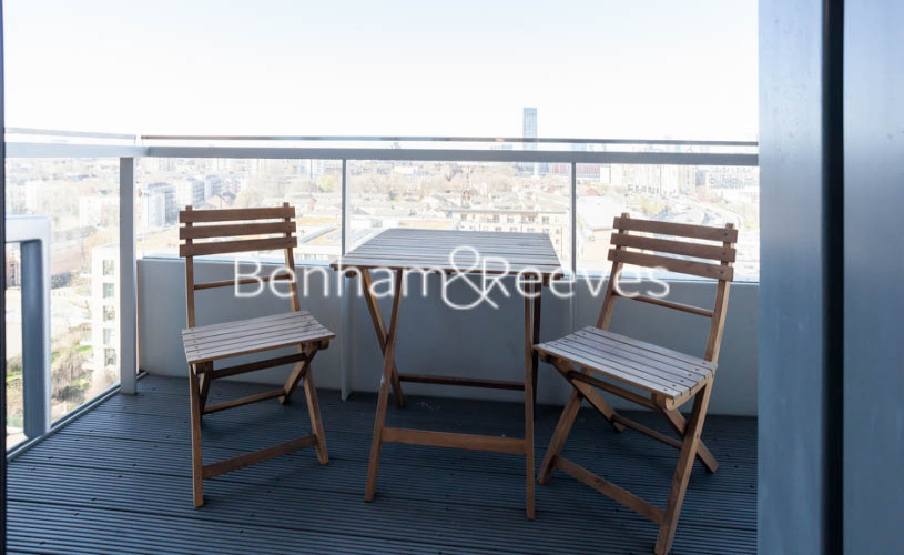 3 bedroom(s) flat to rent in Marner Point, Jefferson Plaza, E3-image 1
