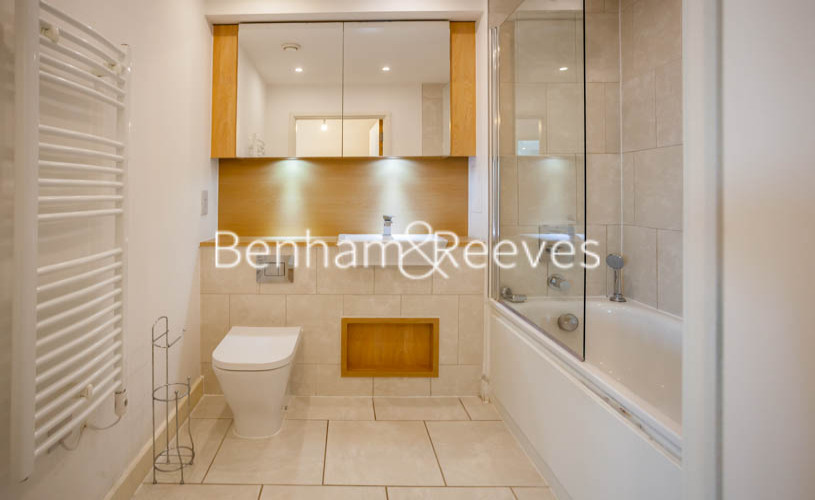 3 bedroom(s) flat to rent in Marner Point, Jefferson Plaza, E3-image 2