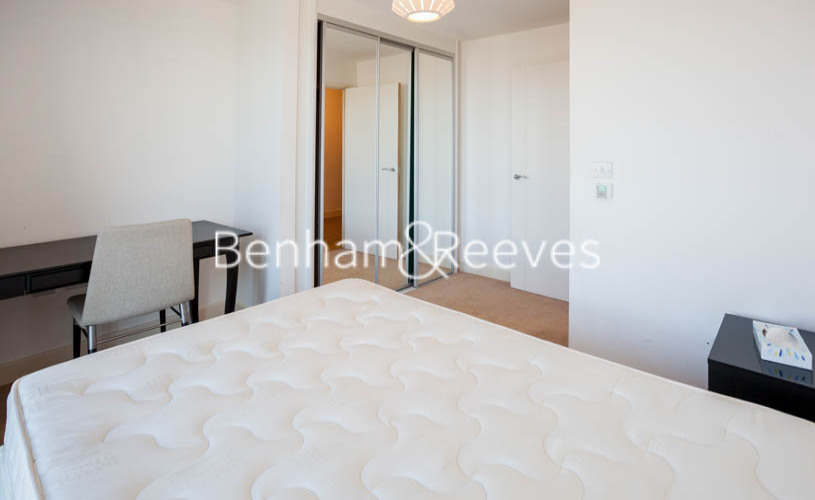 3 bedroom(s) flat to rent in Marner Point, Jefferson Plaza, E3-image 5