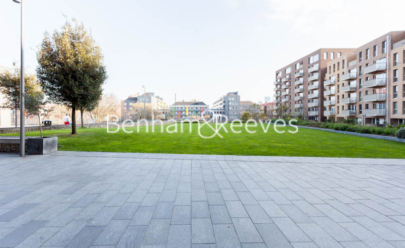 3 bedroom(s) flat to rent in Marner Point, Jefferson Plaza, E3-image 11