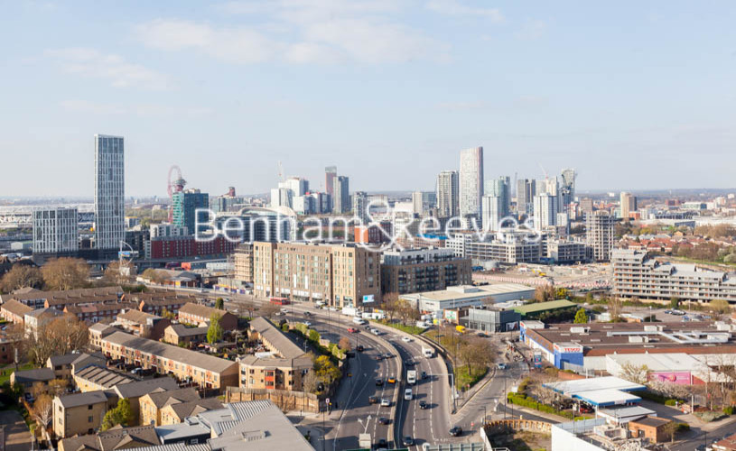 3 bedroom(s) flat to rent in Marner Point, Jefferson Plaza, E3-image 13