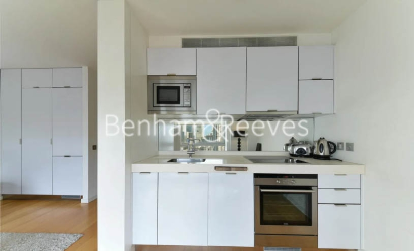 Studio flat to rent in Ontario Tower, Canary Wharf, E14-image 2