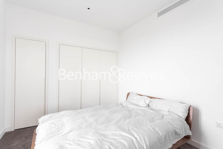 1 bedroom(s) flat to rent in Serapis house, Good Luck Hope, E14-image 3