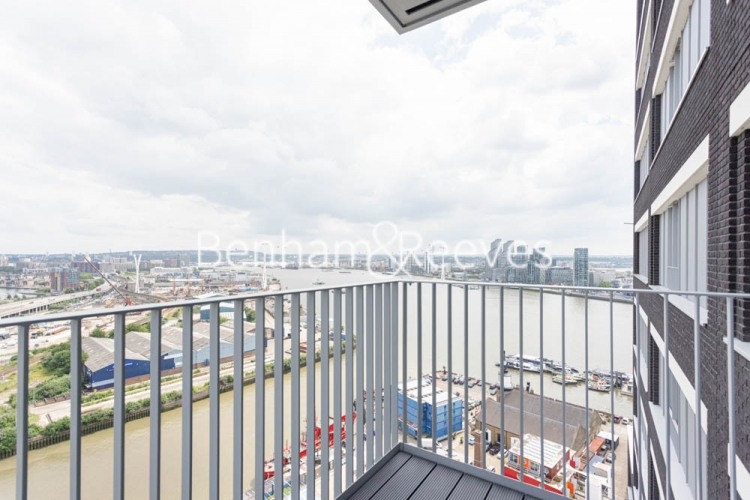 1 bedroom(s) flat to rent in Serapis house, Good Luck Hope, E14-image 5
