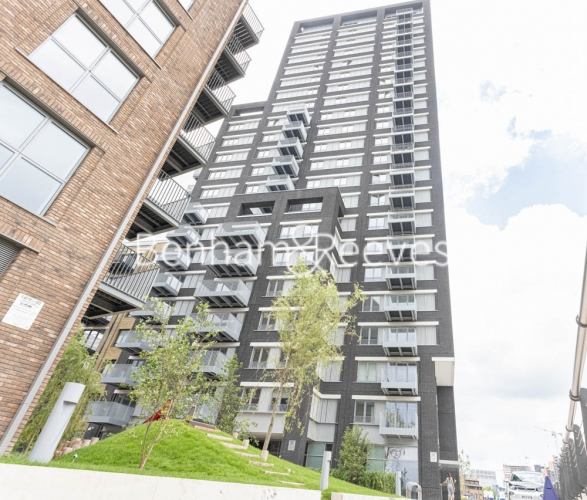 1 bedroom(s) flat to rent in Serapis house, Good Luck Hope, E14-image 6