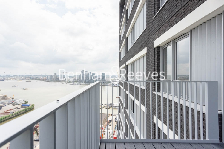 1 bedroom(s) flat to rent in Serapis house, Good Luck Hope, E14-image 11