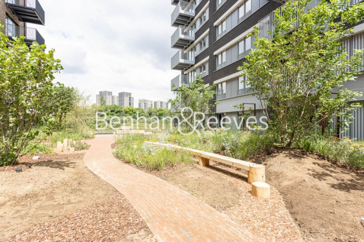 1 bedroom(s) flat to rent in Serapis house, Good Luck Hope, E14-image 12