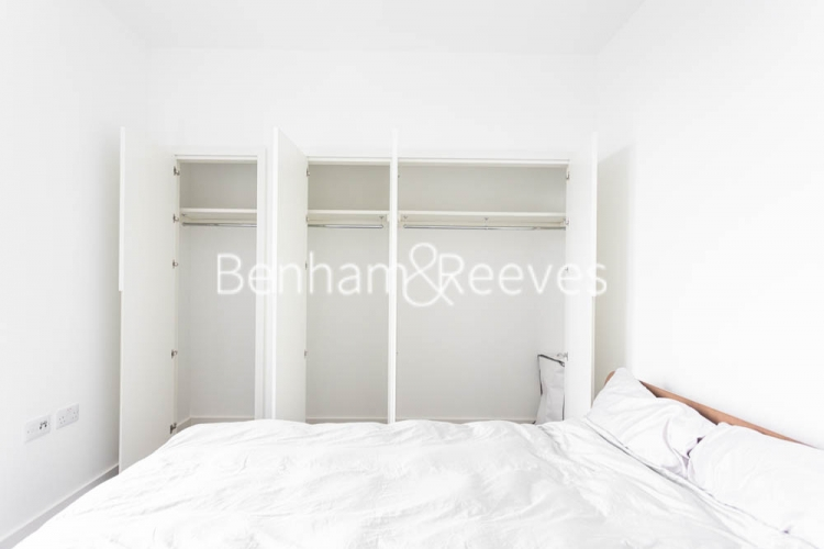 1 bedroom(s) flat to rent in Serapis house, Good Luck Hope, E14-image 15