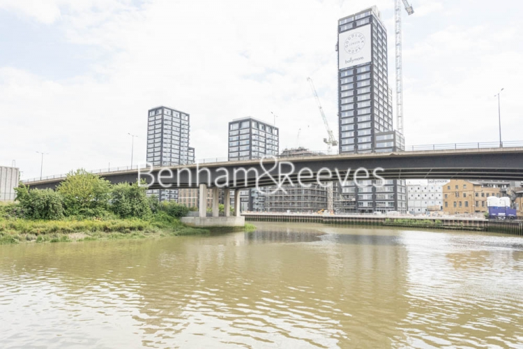 1 bedroom(s) flat to rent in Serapis house, Good Luck Hope, E14-image 16