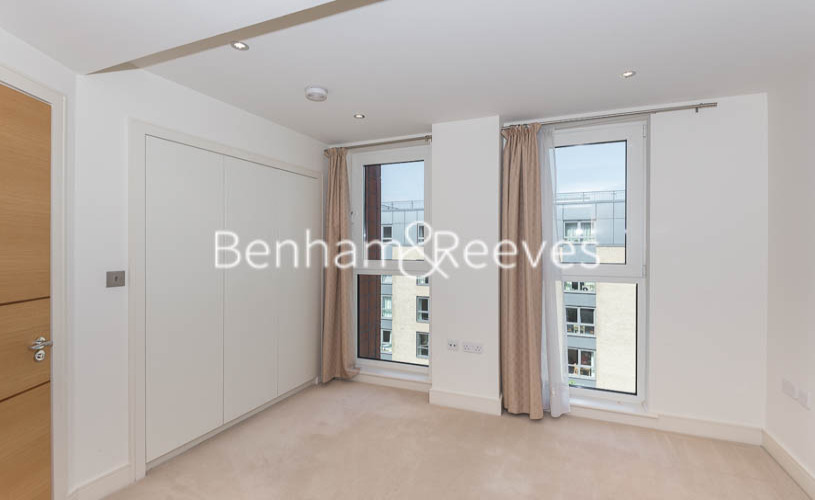 3 bedroom(s) flat to rent in Lensbury Avenue, Fulham, SW6-image 12