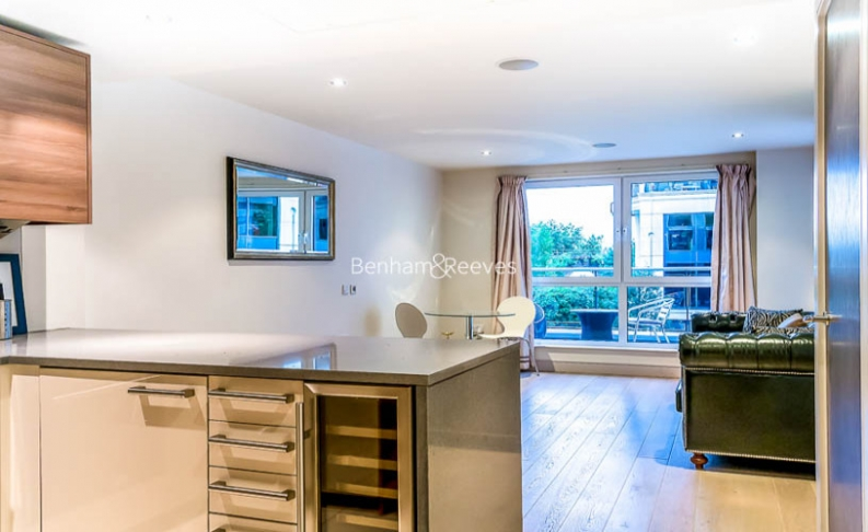 Studio flat to rent in Townmead Road, Fulham, SW6-image 2