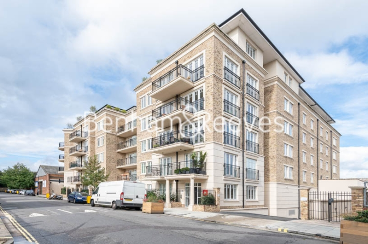 2 bedroom(s) flat to rent in Broomhouse Lane, Fulham, SW6-image 5