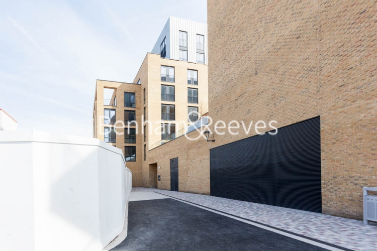 3 bedroom(s) flat to rent in Cummings House, Wandsworth, SW18-image 11