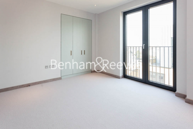 3 bedroom(s) flat to rent in Cummings House, Wandsworth, SW18-image 17