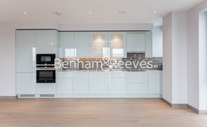3 bedroom(s) flat to rent in Ram Quarter, Wandsworth, SW18-image 2