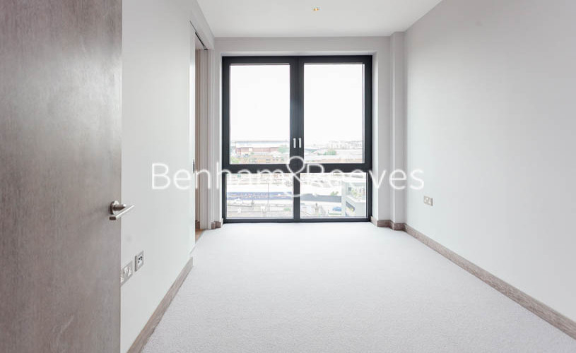 3 bedroom(s) flat to rent in Ram Quarter, Wandsworth, SW18-image 3